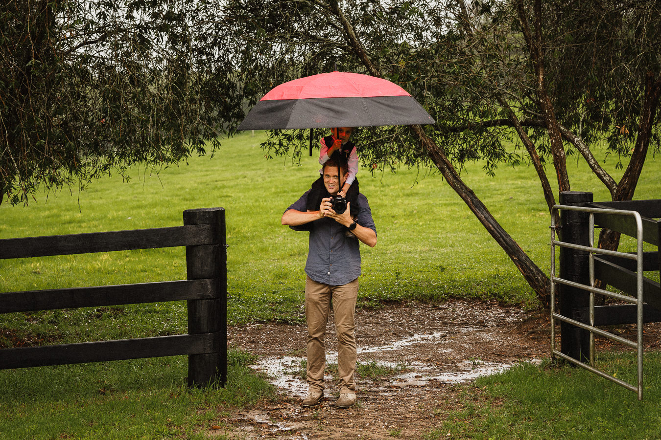 Sunshine Coast Wedding Photographer with Luke Middlemiss Photography in the rain